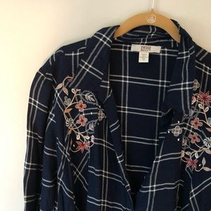 """Embroidered """"flannel"""" tunic."""